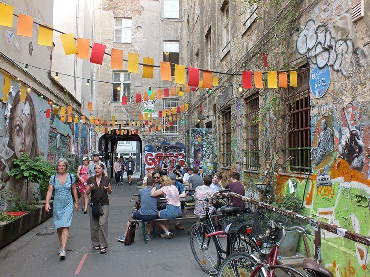 Berlin Gezilecek Yerler | Hackesche Höfe