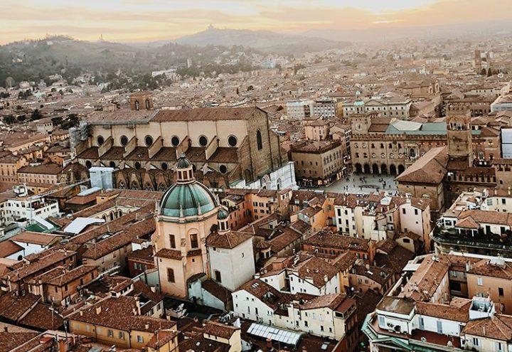 Hayatın Durmadığı Şehir, Kızıl Büyü: Bolonya