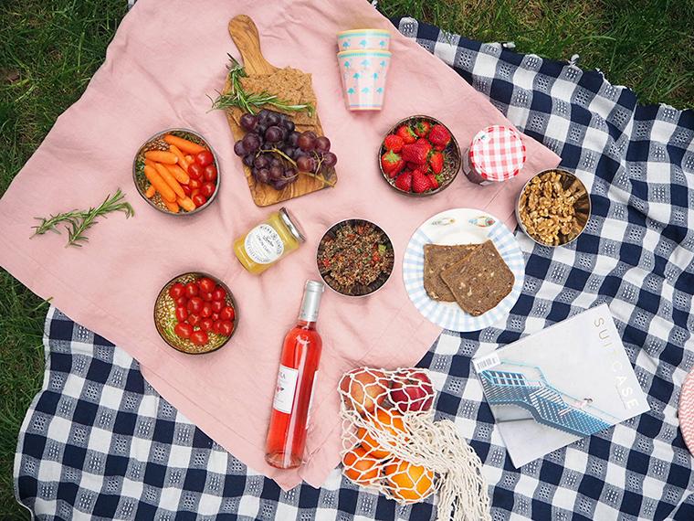 Piknik Örtüsü ve Menüsü